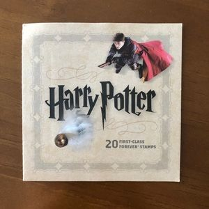 RARE ✨ Harry Potter 2013 Forever Stamp Book